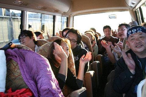 牡蠣の帰りのバスで熱唱