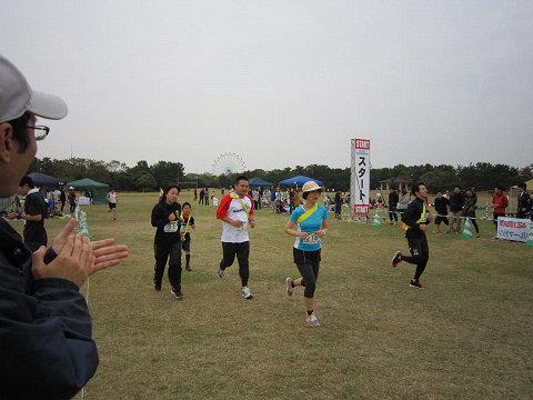 16軽く走る宮崎さん